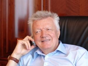 Врач Валерий Леонтьев