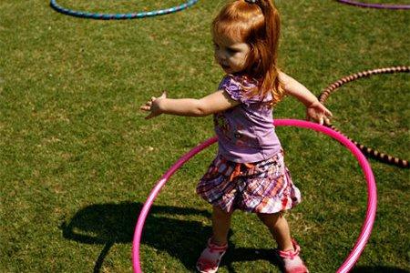 Семь веселых игр с обручем для детей